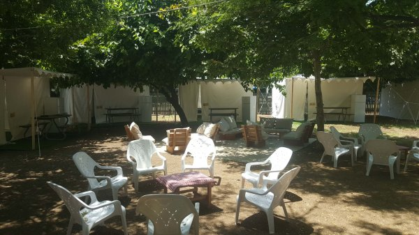 אוהל בכפר בלום